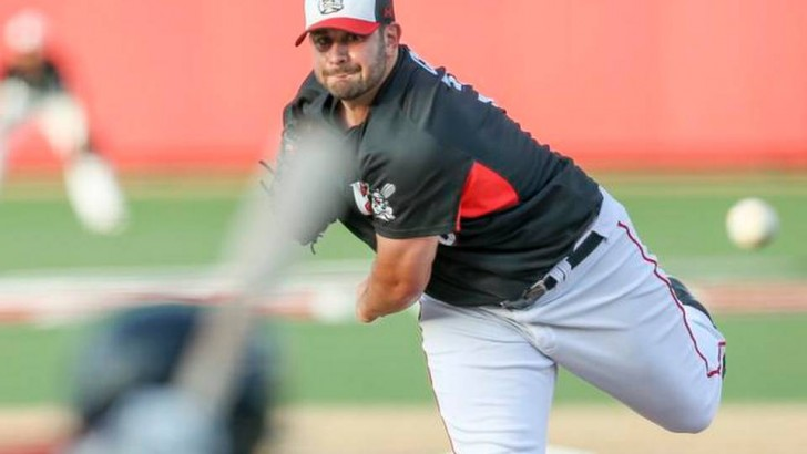 Professor Anthony Capra Teaches the Benefits of Change for Wichita Wingnuts