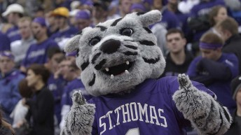 NCAA Division-III Finals: Tommies v. Purple Raiders