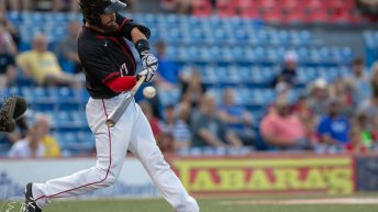 Logan Watkins Sets Table for Wingnuts Fifth Straight Victory, 6-3