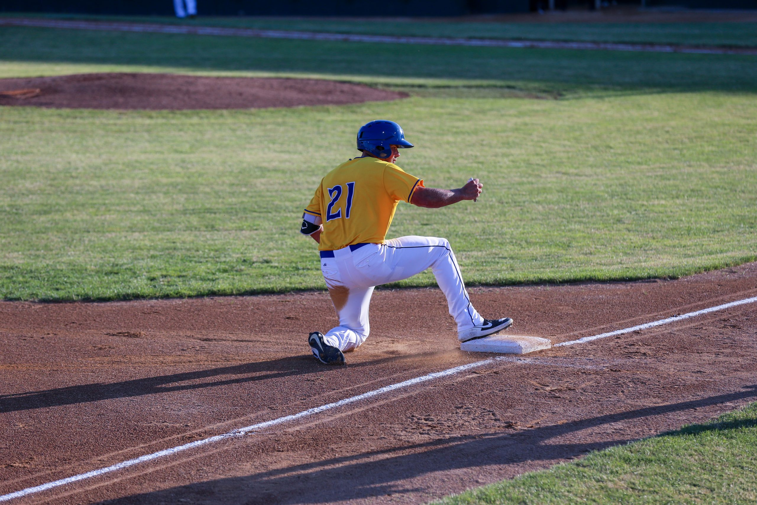 11-Run Fourth Too Much for Canaries to Overcome