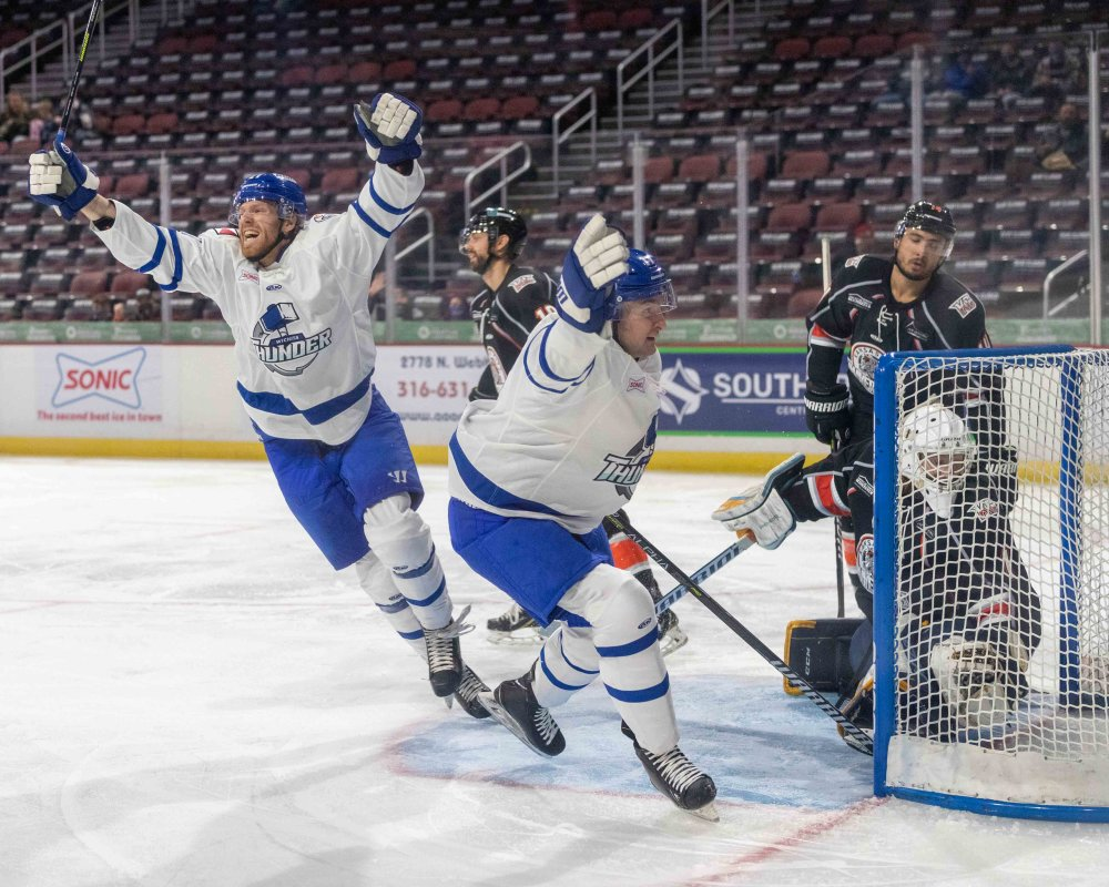 McMann, Thunder Tame Mavericks, 6-2