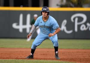 Austin Shenton running the base paths
