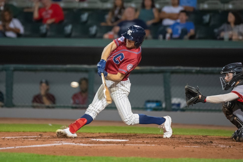 Willis Homers Twice in Monarchs Victory, Dogs Even Series